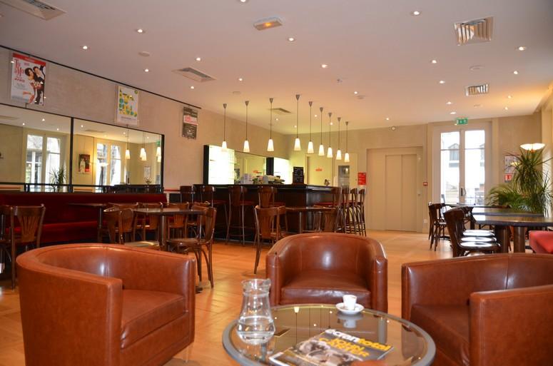 Le café de la Maison des Auteurs, un espace convivial de travail et de rencontres.